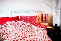 Spor la treabă / Lucrurile care ne înconjoară ne pot inspira sau ... ne pot da dureri de spate :). Înconjoară-te doar de textile în culorii vii, de scaune și fotolii confortabile. Aşa te simţi acasă în orice spațiu, iar munca devine mai distractivă. / by IKEA Romania