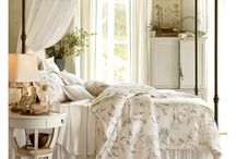 Dreamy and Romantic Canopy Bed / by Pui Yie