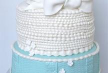 Cakes & Cupcakes / by Jennifer Parsons Bertain
