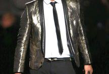 Bruno mars! My Favorite singer! / by Claire Chooch