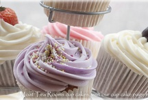 Food inspiration : cakes & cupcakes / by Bron