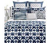 Blue & White Bedroom / by Rachel Kluesner