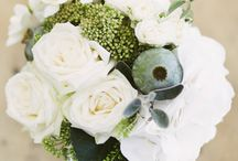 White simple bouquets / by MyItalian Wedding