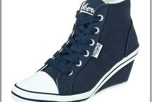 Basket compensée grande pointure / Style sportive ou cuir chic la basket compensée affine les jambes en prenant de la hauteur, en grande pointure du 36 au 44, trouvez la chaussure qui vous correspond. / by Mode Grande taille