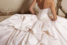 Beautiful wedding dresses / by Nicole Gelineau