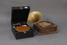 Phonograph and Gramophone / by Leontine Greenberg
