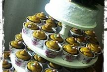 Our work: Bodas / Weddings / Los cupcakes son ideales para festejar, lo que sea! Inclusive una boda. Se adaptan a la ambientación de una fiesta, y pueden ser customizados especialmente para que tengan sentido para los novios! Aquí algunas de nuestras ideas y trabajos. / by Piece of Cake