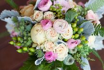 Floral / Arrangements and bouquets / by Carrie Roney