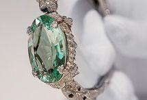 Interesting jewelery / by Hollie Sawyer