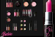 Makeup Kits / by Poonam Jain