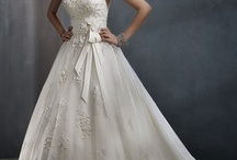 Wedding Dresses / by Stacy O'Neill