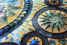 Inspiratiequilts / Prachtige quilts die ik allemaal wel wil maken.  / by Paula Schouten
