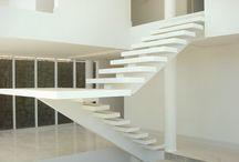 Escadas / by Maria Claudia Bousquet Barreto