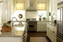 Kitchens / by Emily Marshall