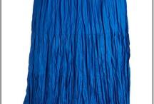 Jupe longue grande taille / Choisissez votre jupe longue ou votre jupon en fonction de vos formes, en grande taille il faudra la choisir ajustée et sans forme ballon. / by Mode Grande taille