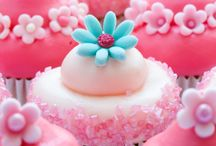 Floral Cupcakes / by Isabella Gordon