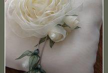 Flower tutorials / by Mairita Jansone