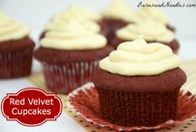 Summer Farmers Market Ideas / Cupcakes and treats to sell at the farmers market  / by Rebecca Portale