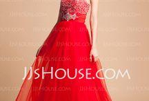 dresses / by Kaitlan Craig