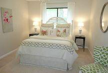 Guest bedroom Inspiration/DIY Ideas / by Kaitlyn Cunningham