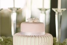 Cakes & Desserts / by Laura Cahun