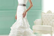 One shoulder, Off the Shoulder, Strapless Wedding Dress / by Wedding Inspirasi