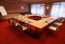 Vergaderen, Trainen en Ontmoeten / Inspiratie voor uw bijeenkomst  Hotel Restaurant Oud London in Zeist is een vergaderlocatie pur sang. Wij bieden een grote verscheidenheid aan plenaire vergaderruimtes en subruimtes. Ideaal voor (meerdaagse) conferenties, vergaderingen en trainingen. Er zijn vele mogelijkheden en wij komen graag aan uw specifieke wensen tegemoet. / by Hotel Restaurant Oud London