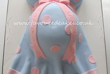 Baby Bump Cake Designs / by Alma Tornow
