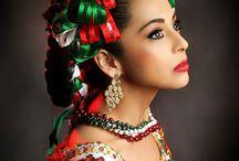 Trajes típicos de mexico / by Victoria Gere