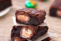 Yummy Recipes: Desserts / Feed your sweet tooth with these scrumptious dessert recipes! / by StockCabinetExpress