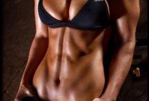 RAGAZZE SPORTIVE / Foto delle ragazze con corpo perfetto. Curve perfette, muscoli tonici, gambe lunghe e lato B da copertina. Cosa pensi è il fisico perfetto? / by Pappagallo Giallo