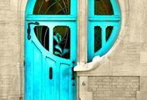 Doors and windows of the world / by Susan Orton