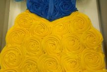 Cupcakes/Cakes / by Janie Salazar