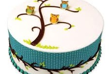 Hootie Owlz / Cakes, cupcakes, cake pops, and other owl decor. / by Nancy Johnson (aka the Digital Celt)
