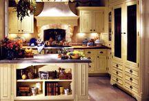 Kitchens / by Elayne Forgie