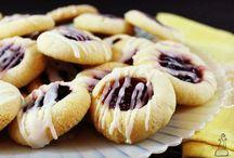 Mmmm.... Sweet Cookies & Bars! / by Jan Lipinski
