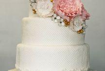 Wedding Cakes / by Jeneec K