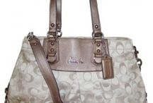 PURSES / by Halee Tharin Nolte