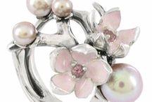 Jewelry I Want / by Christine Fujino