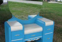 Painted Furniture Desk/Vanity / by Dawn Nowers- Roan