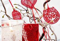 """265 - Christmas Lace II September 2013 / Make space for lace! With the holidays coming up, we give you some great freestanding lace designs that you can create lovely home décor with.  Or why not create a fashionable bag like we did? It could be the perfect Christmas gift! Use the Small Square Hoop 80x80 / 3""""x3"""".  Item# 920 367 096 / by Husqvarna Viking® Sewing and Embroidery Machine"""