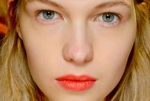 Studio Make up / Découvrez une palette de tendances maquillage et d'inspirations sélectionnées par la rédaction de Cosmopolitan.fr Rejoignez le Studio Make up, le nouveau beauty spot des make-up addicts sur http://www.cosmpolitan.fr/studio-makeup / by Cosmopolitan France