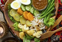 INDONESIAN FOOD / by hedy huskens