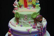 kids cakes / by Amanda Smith