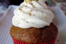 Cupcakes / by Carolyn Montoye