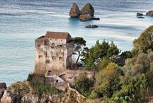 Lloyd's Baia Hotel / Riconosciuto da sempre una perla di eleganza, un luogo ricercato, dallo stile esclusivo ma allo stesso tempo accogliente e giovane, l'hotel è ideale per soggiorni business e leisure, per visitare l'affascinante centro storico di Salerno, ammirare lo splendore delle ceramiche di Vietri sul Mare o raggiungere in pochi minuti Amalfi, Maiori, Minori, Ravello, Positano. / by Lloyd's Baia Hotel