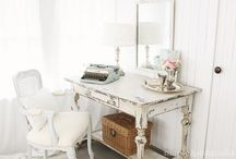 Decorating / by Kathy Besse