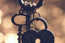 Time & Keys / by Merche Diolch
