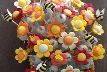 Cake Pops: flowers / by Paula Rodrigues
