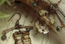 altered art-jewelry / by Helen Gavin